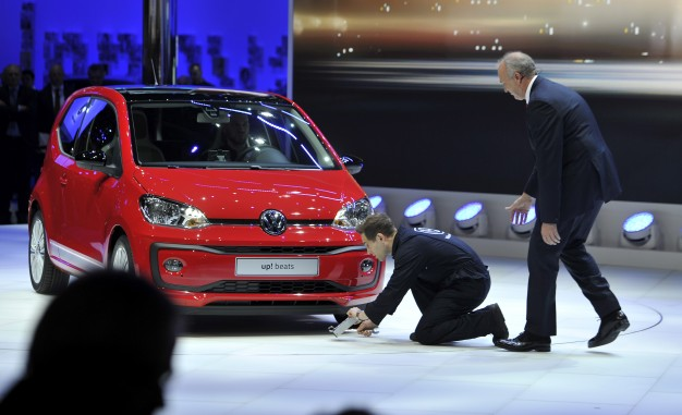Protester Interrupts VW's Geneva Press Conference Over Diesel Cheating [Video]-media-1