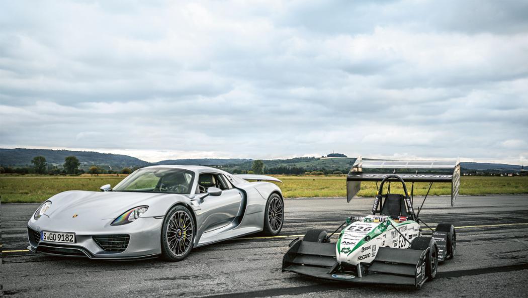 918 Spyder, E0711-7 race car, l-r, 2016 Porsche AG